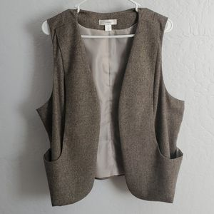 Brown vest with pockets
